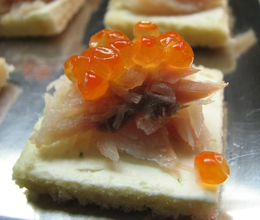Mahi Doodi va Khaviar > Smoked Fish with Caviar