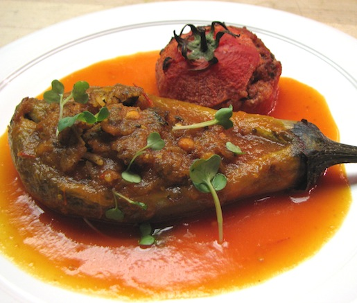 Dolmeh-Yeh Gojeh va Bademjan > Saffron-Scented and Beef-Stuffed Tomato with Lamb-Stuffed Eggplant