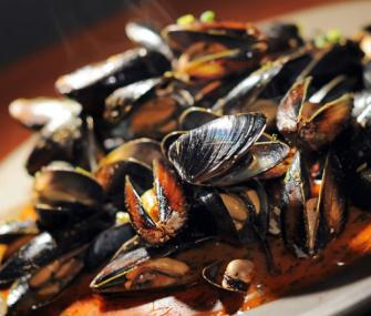 Sake-Steamed Mussels in Thai Red Curry Sauce | James Beard Foundation