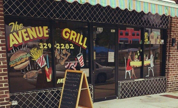 Exterior view of The Avenue Grill in Jacksonville, Florida photo by Kacheryl Gantt
